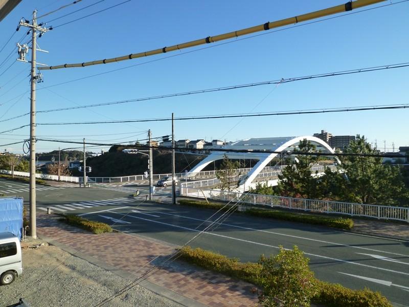 洋間6帖からの眺望、佐鳴湖や大平大橋が見えます