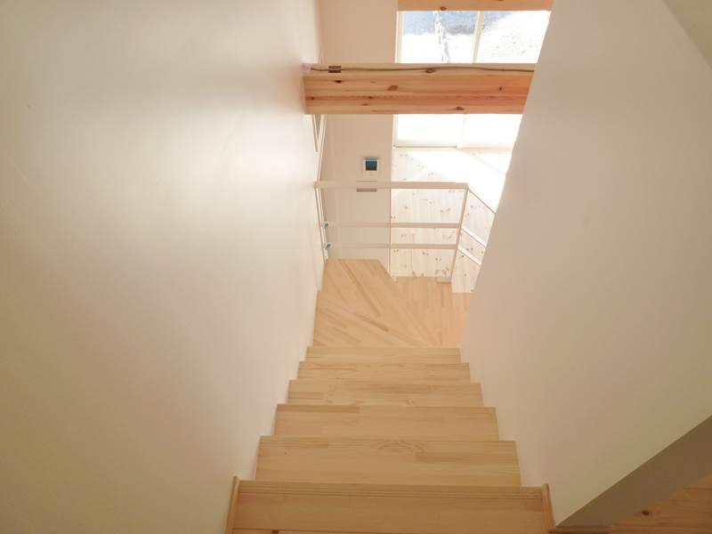 リビングへ続く階段
