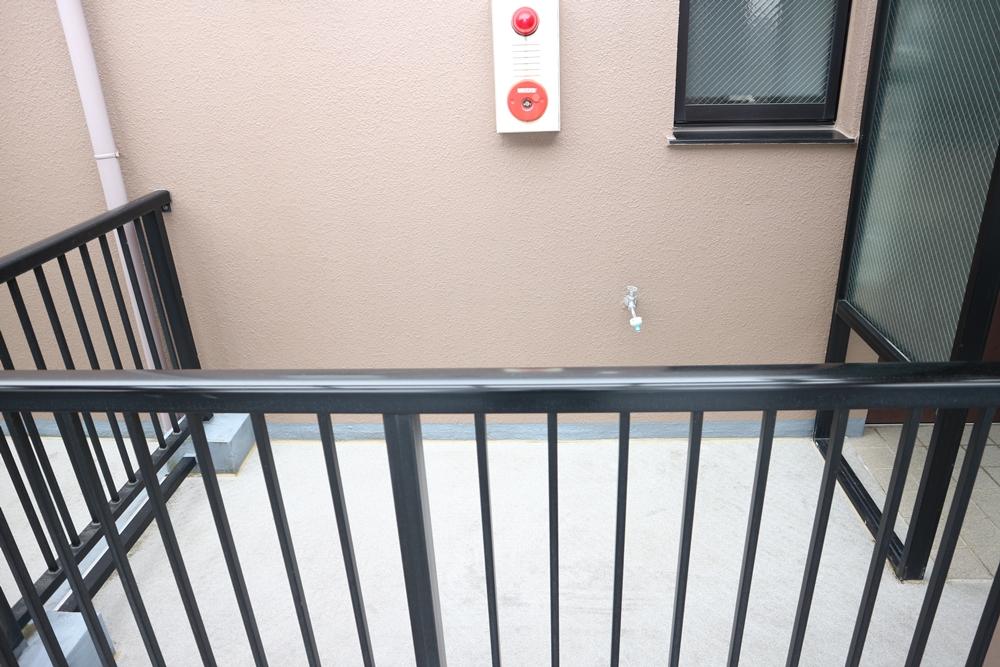 玄関横のルーフバルコニー