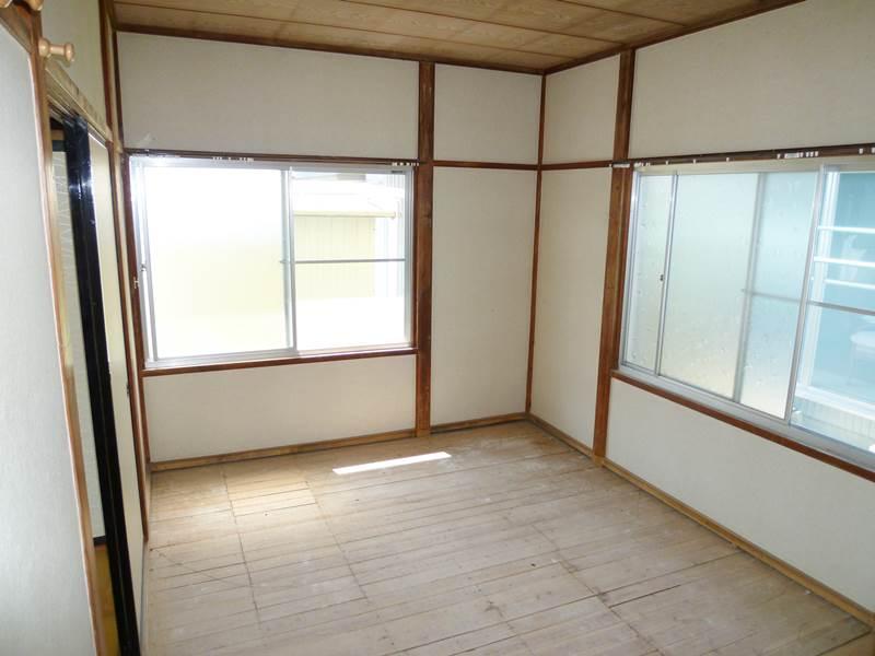 和室6帖。畳はご入居時にご用意します