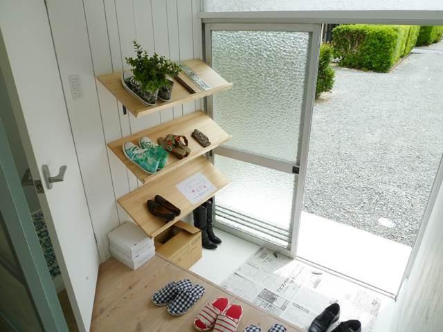 リノベーション借家 棚式靴収納