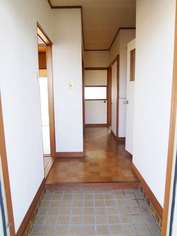 玄関にはげた箱が置けるスペースがあります