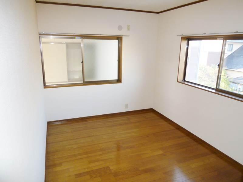 2階洋間6帖、フローリング床