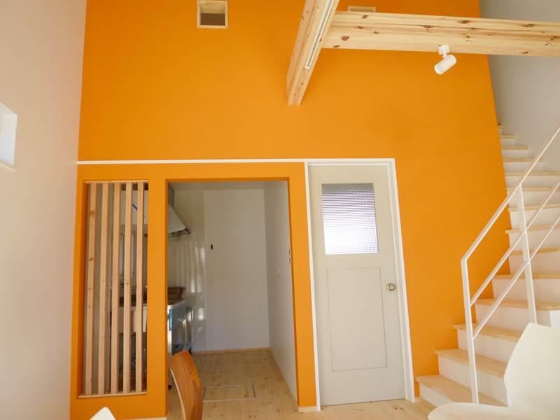 A号室はオレンジの壁・・・