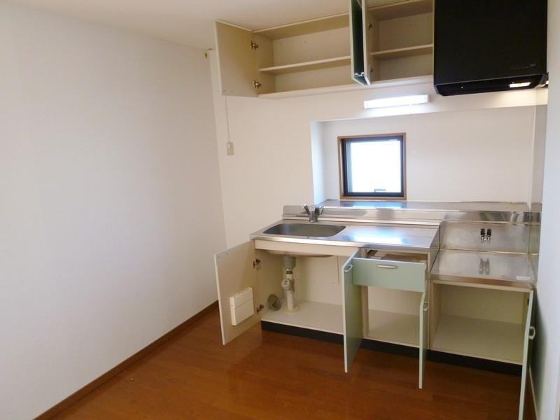 吊戸棚付きのキッチンセット