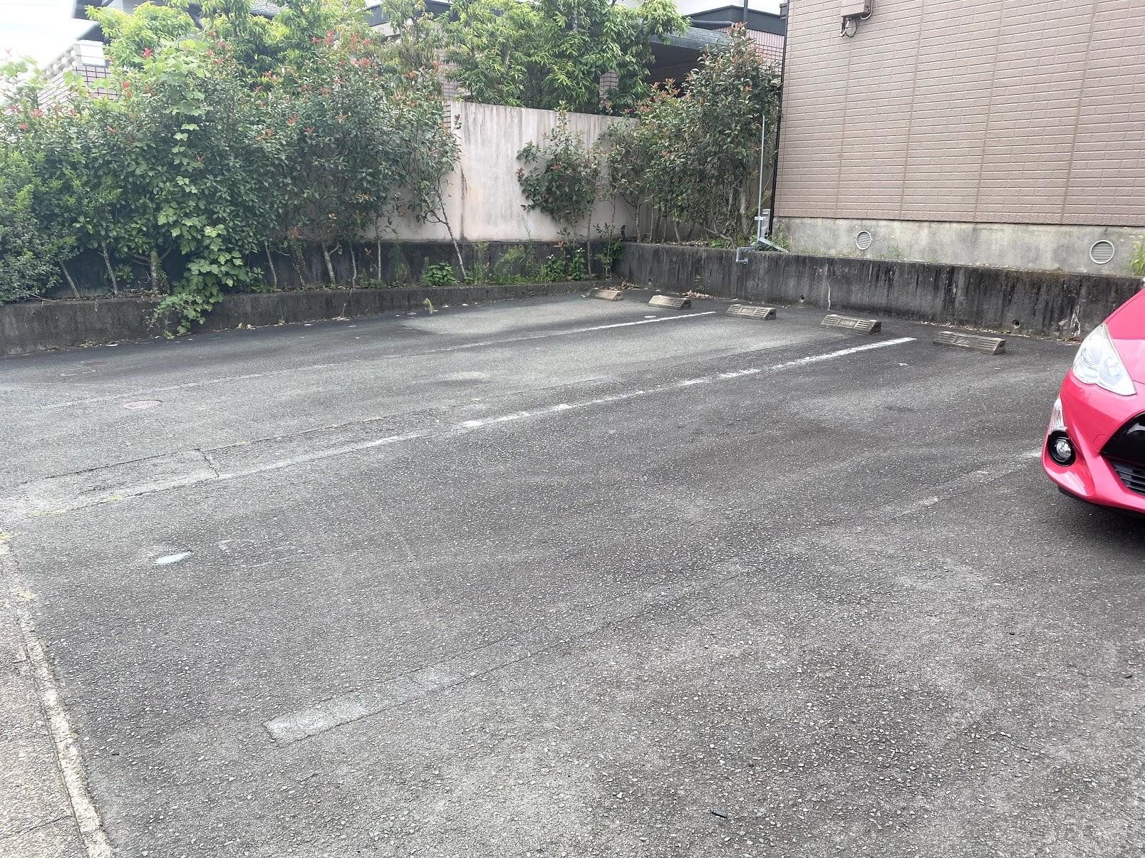 駐車場(小型車縦列2台可能)
