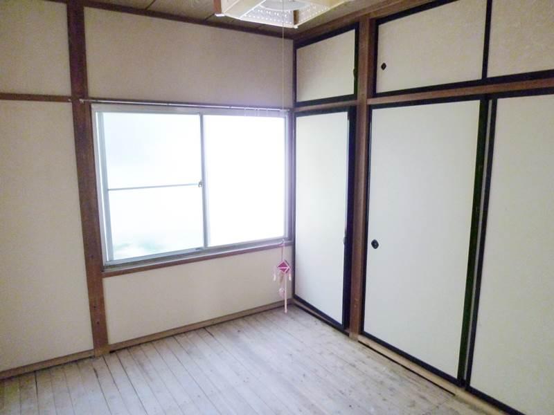 和室6帖にも収納あります。畳はご入居前に用意します