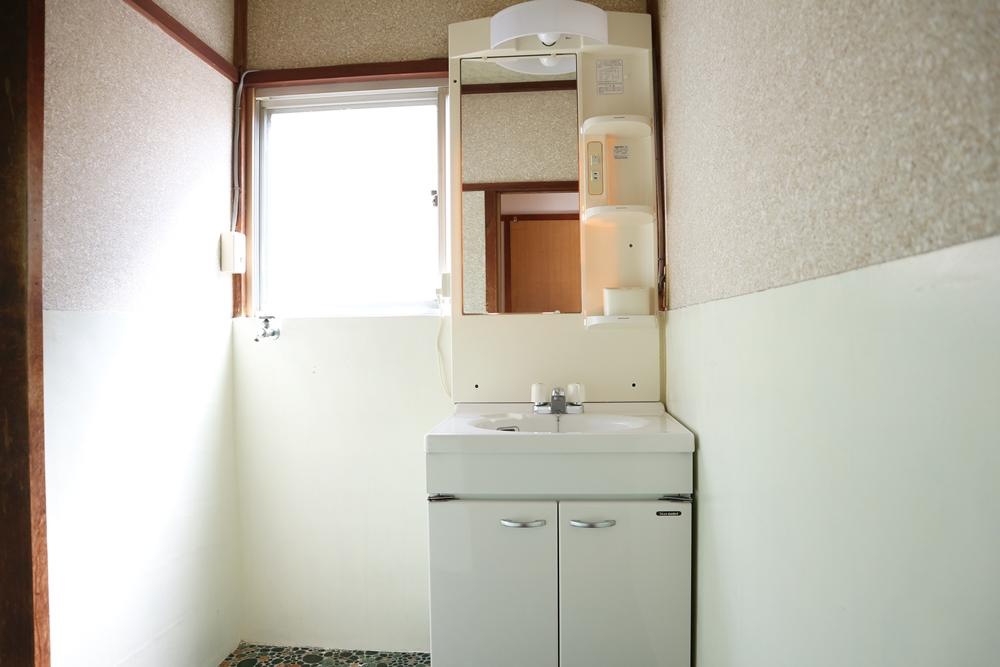 洗面台横は洗濯機置場