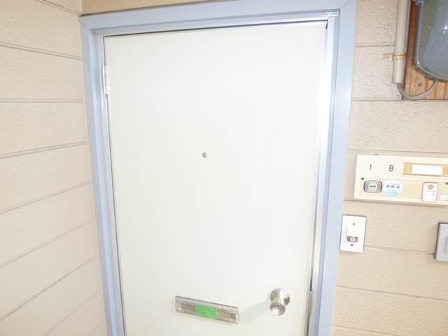 1B号室廊下側玄関