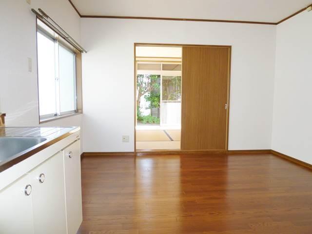 1階LDKの奥は和室6帖