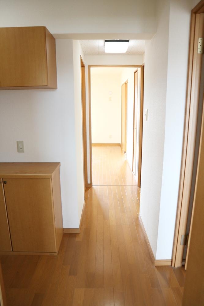 廊下を進んでリビングへ・・・