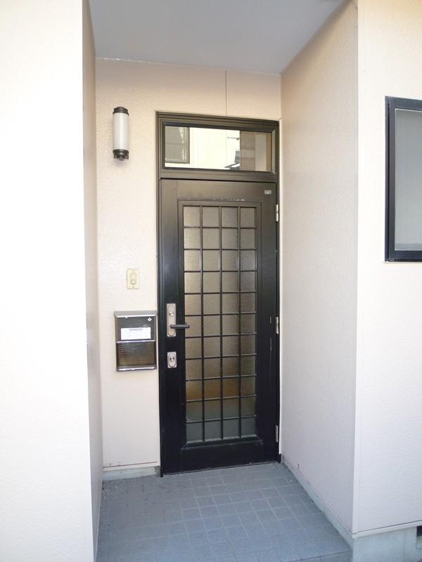 玄関鍵は上下2ヶ所のダブルロック式