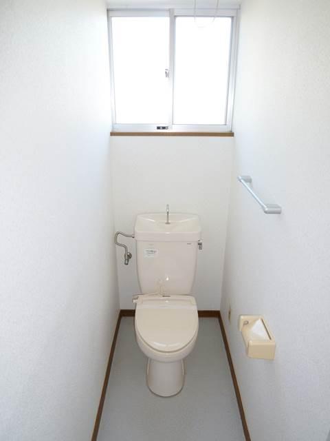 暖房便座の付いたトイレ