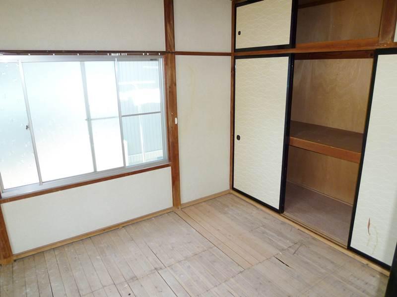 和室6帖、押入れと天袋付き