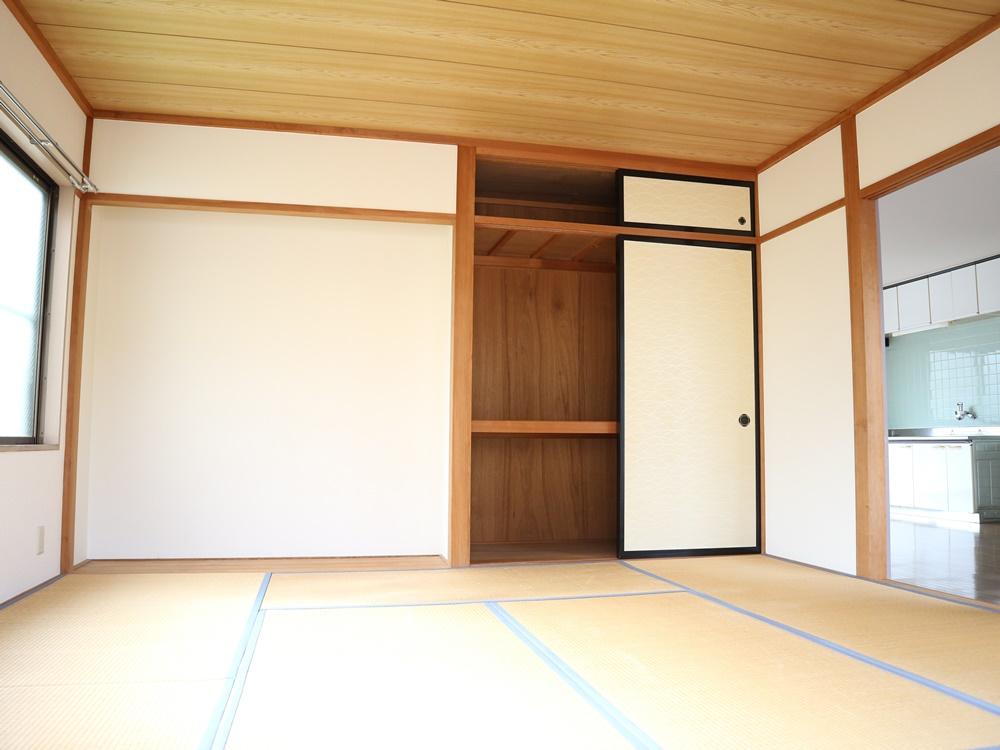 和室8帖、タンス置場と押入れ