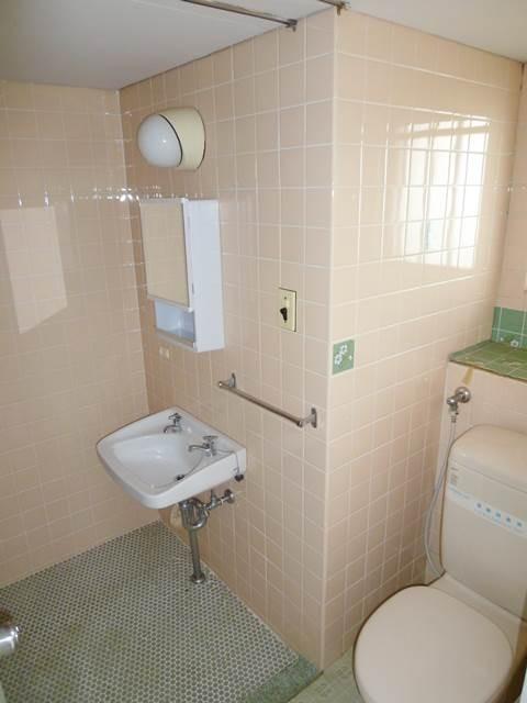 シンプルな洗面台&鏡