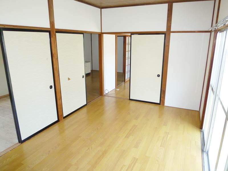 西側洋間6帖、床は新品