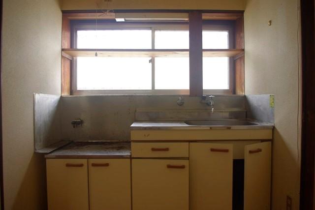 分断されていたキッチンしかも横は浴室