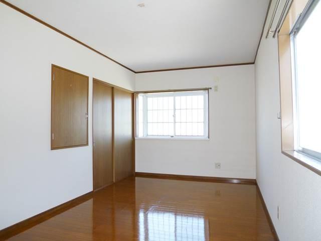 出窓付きの2階洋間9帖