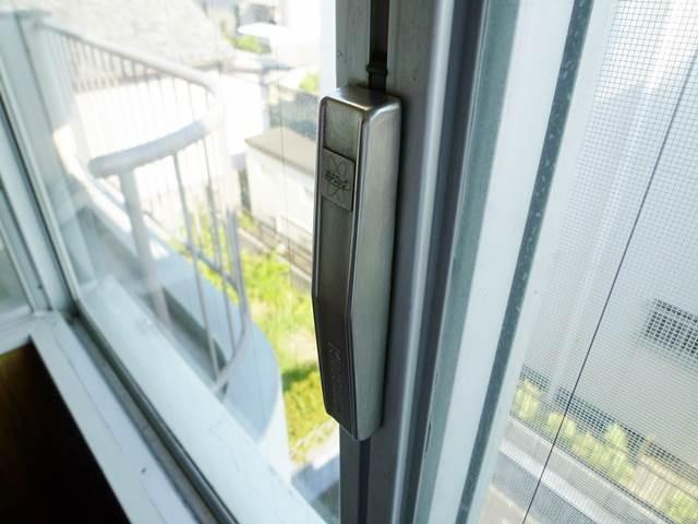 窓ガラスサッシの鍵