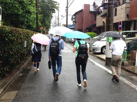 雨の降るなか、福田さん宅を後にしました。