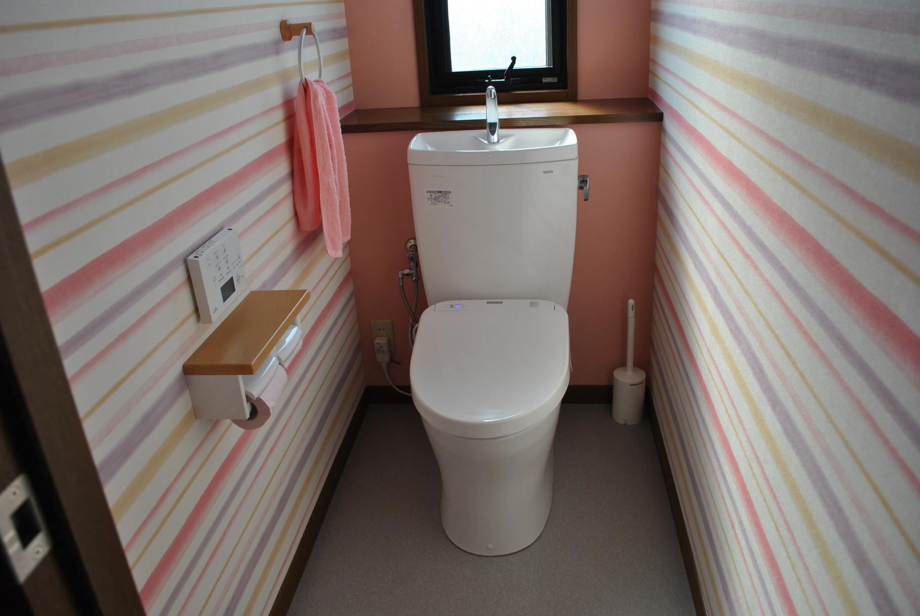横ラインが斬新!2Fトイレ