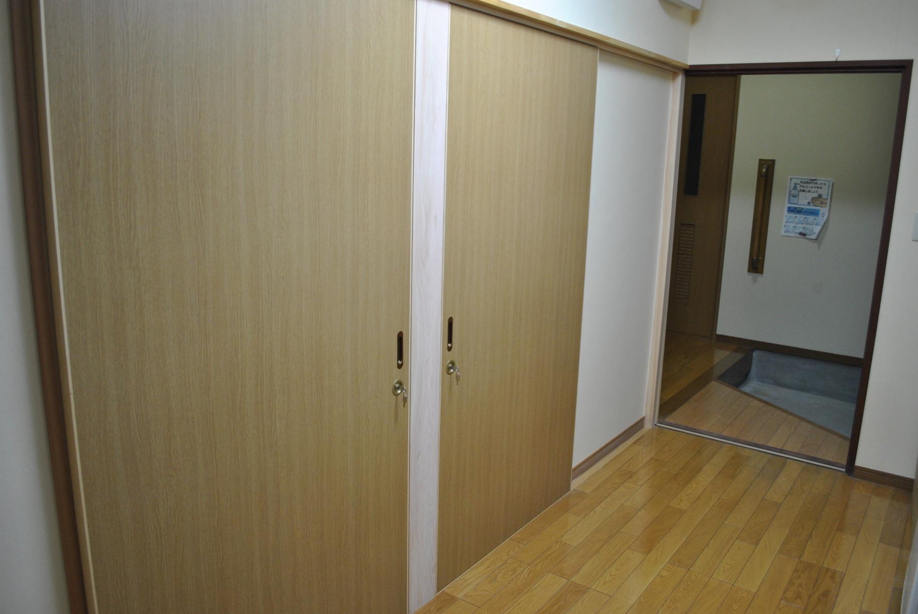 入口のドアはすべて引き戸にしました