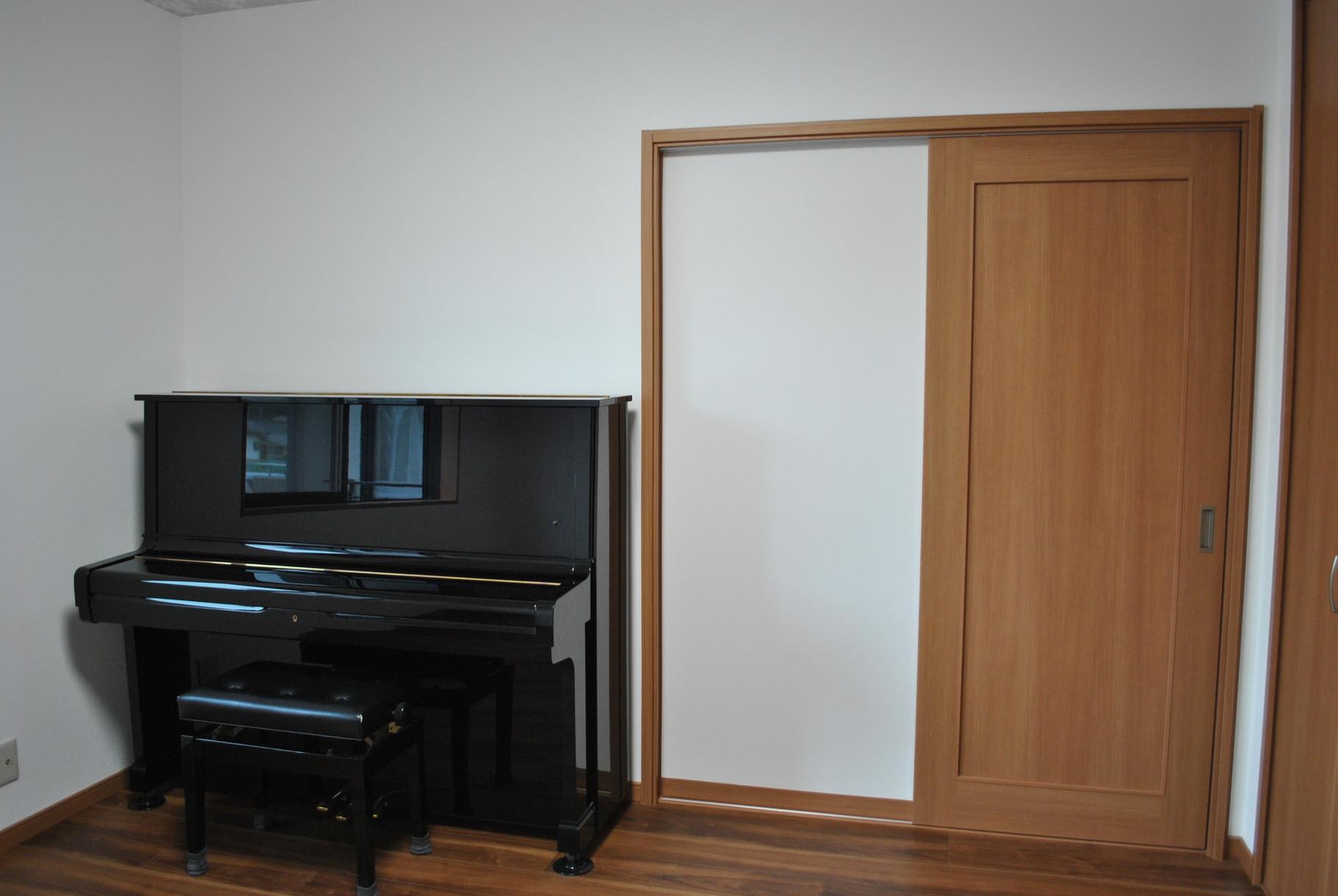床下を補強しリビングのピアノを移動