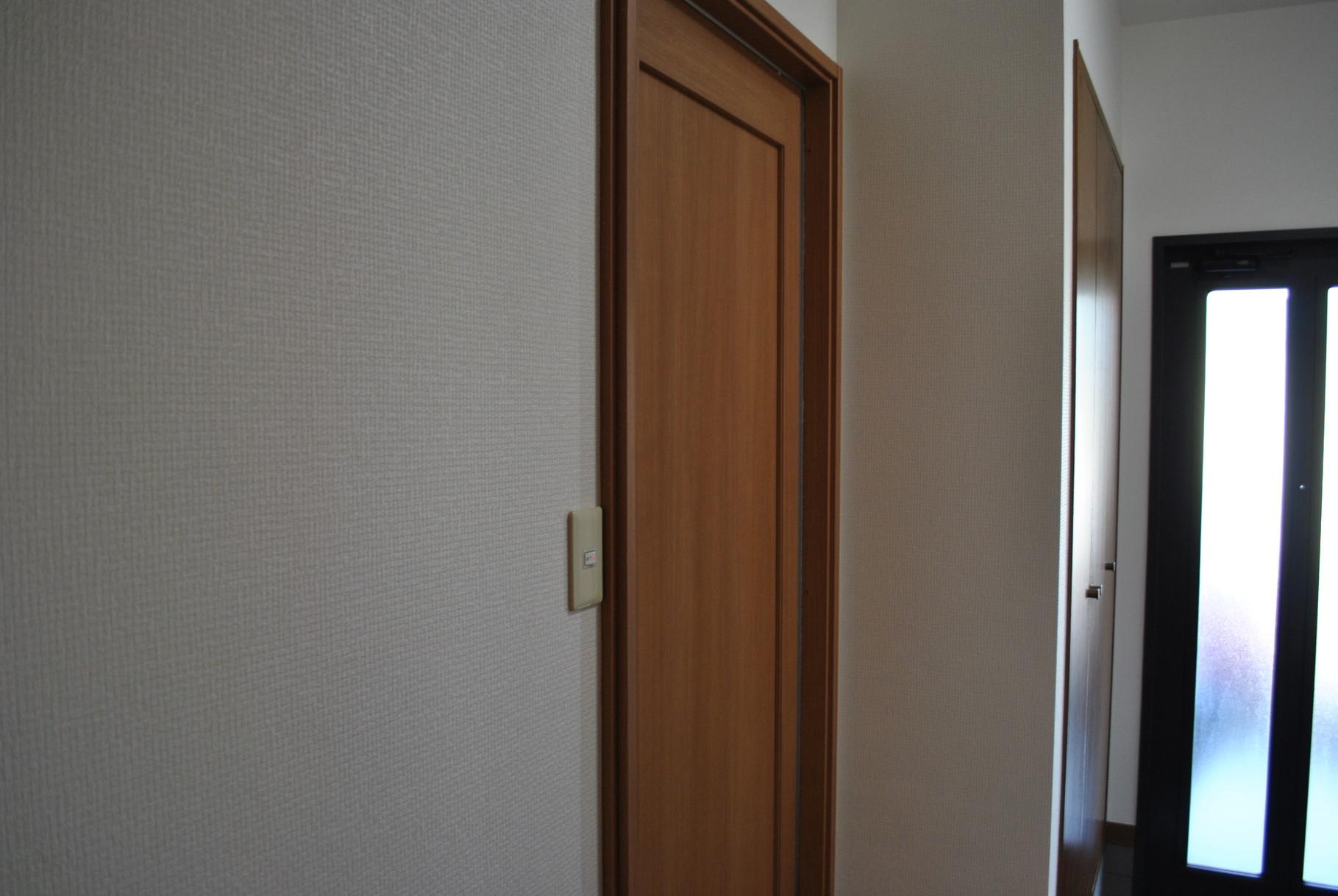 廊下の壁もクロスを張り替えました