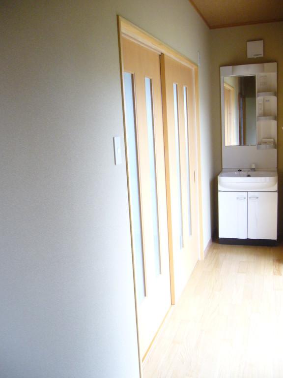 廊下の様子 洗面台も設置