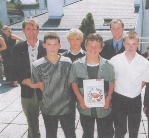 FL Jenewein mit Schülerabordnung bei der Preisverleihung in Wien