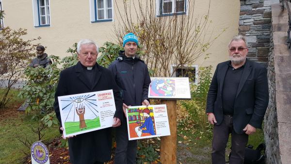 Dekan Dr. Steinwender, FL Tritscher und Baumeister Ing. Martin Luxner an der 1. Station