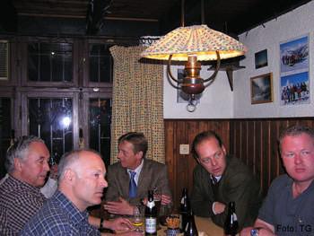 Skihütte: 2007 im Inneren mit Ehrenmitglied Durchlaucht Carl Fürst zu Wied †    (zweiter von rechts)