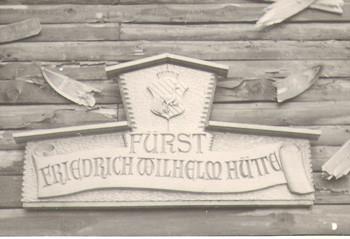 Skihütte: Namensschild