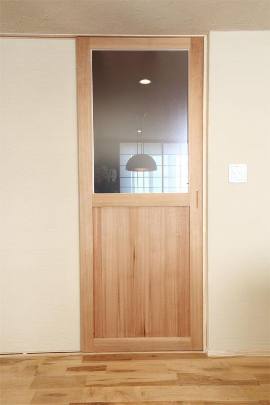 秋田杉 官木の赤柾目のリビングドア