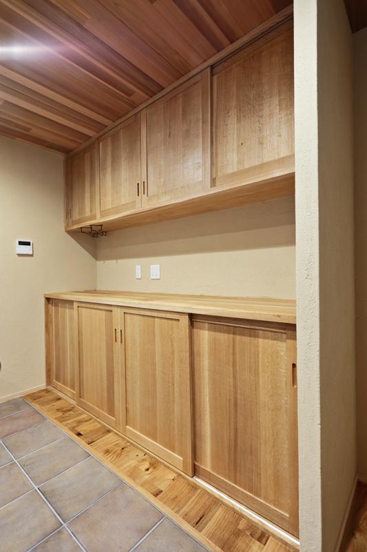 大容量のキッチン造作収納