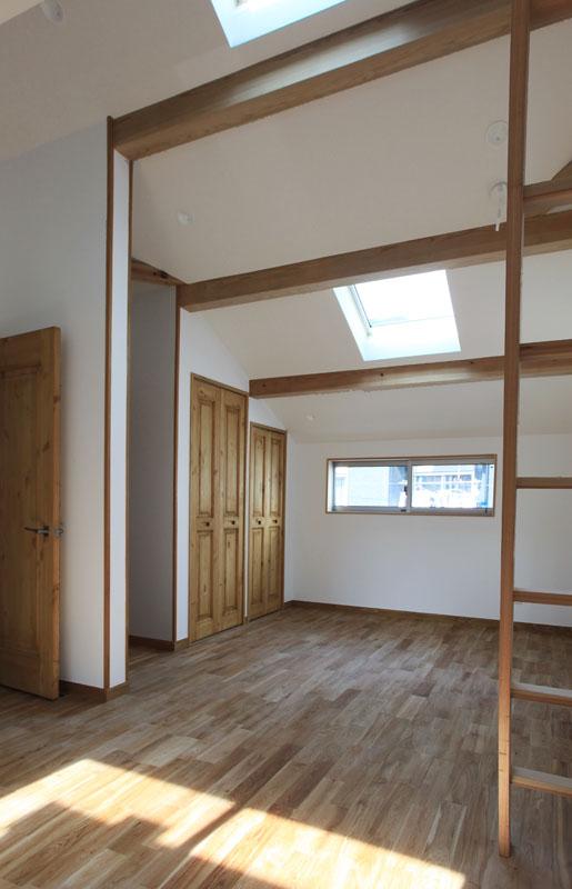 2階の子供部屋は将来的に間仕切れるように設計