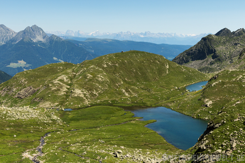 Nach Verlassen der Oberkaserhütte Blick zurück auf die ersten kleinen Seen Pfitscher und Kaser Lacke.