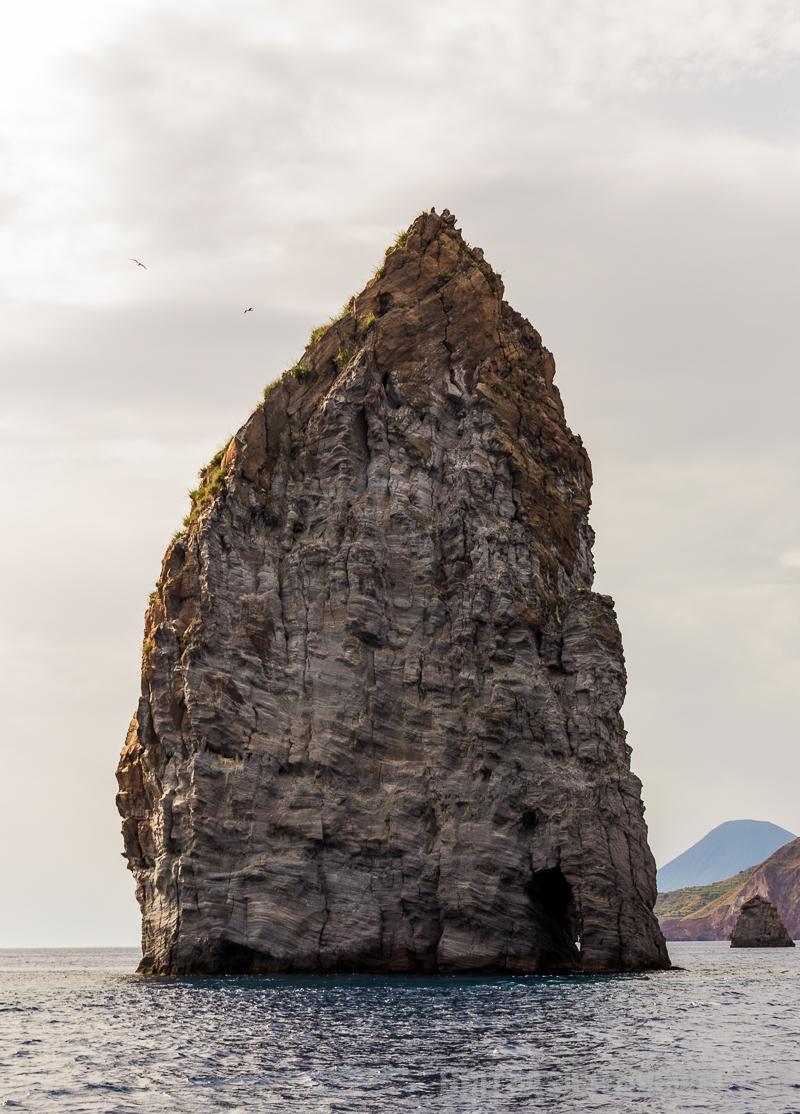pietra,lunga,felsen,meer,isola,salina,liparische,inseln,italien,äolische,vulkaninsel, mai, tipps,point,of,view,hike,spring