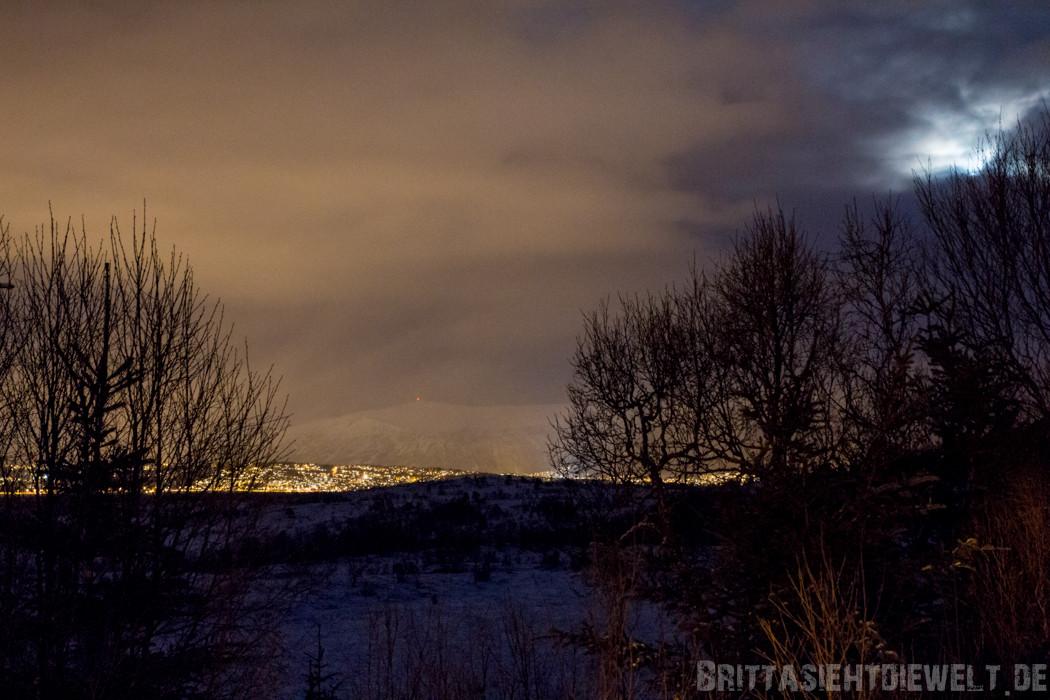 Blick auf das Lichtermeer Tromsøs