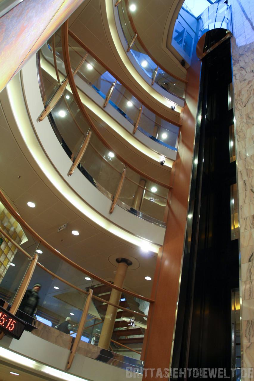 der zweite Aufzug von Deck 4-9
