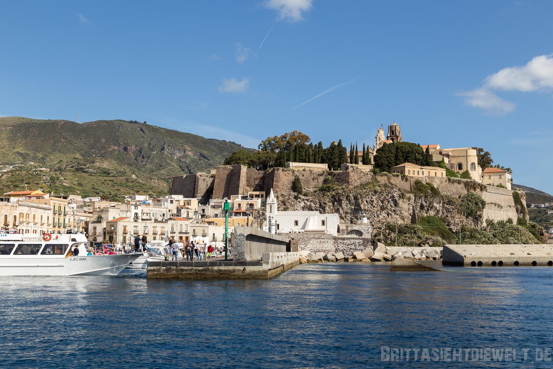 Lipari Hafen und Burg
