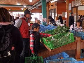 新鮮な野菜などがたくさん並んでいました!