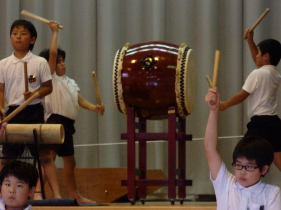 体育館に響き渡る力強い太鼓の音(^^)