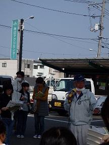 神辺にある「ふれあい市」でJAの担当者から産直市の紹介をしてもらいました。