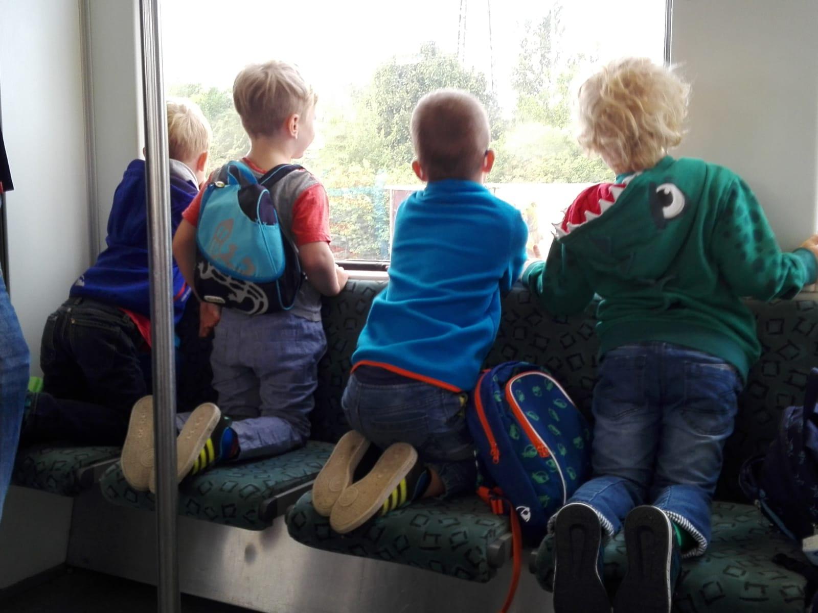 Bahnfahrt zum Fernsehturm