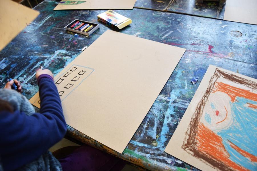 Ist das obere Bild mit Frau Holle fertig gemalt,...