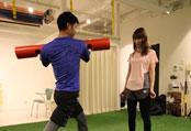 関西26店舗、人工芝のスタジオトレーニング、大阪の人気パーソナルトレーニングジム【ファーストクラストレーナーズ】ボディメイク、ダイエット、筋トレ、スタイルアップ