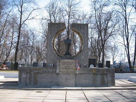 Мемориальный комплекс с крестом Скопин Лампадка из покостовского гранита Райчихинск