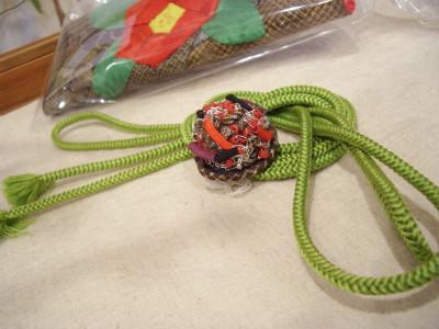 『ワイヤー編み 帯留/絹組みひもグリーン(宮澤様)』 2,500円/1,000円